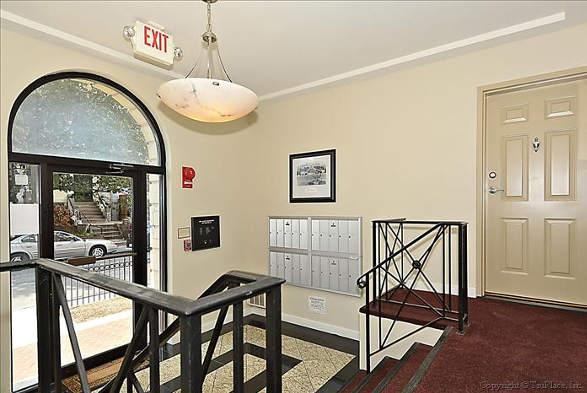 1417 Newton St NW, Washington, DC 20010, lobby