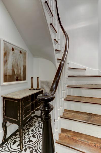 1641 19th St, NW, Washington, DC 20009, stairs