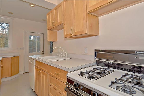 4110 Jenifer St, NW, Washington, DC 20015, kitchen