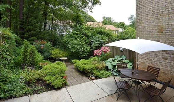 7809 Heatherton Ln., Potomac, MD 20854, garden table