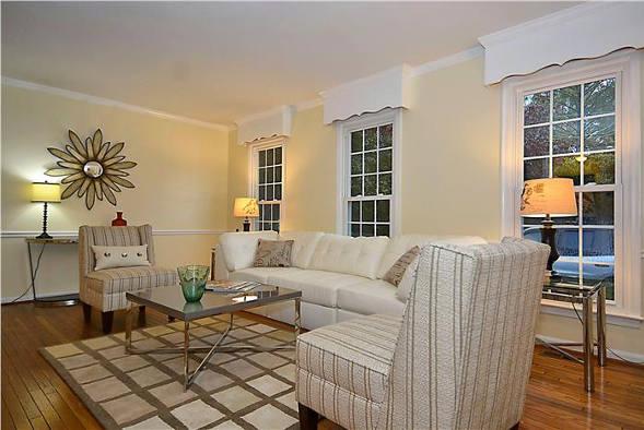 8218 Tuckerman Lane, Potomac, MD 20854, living room